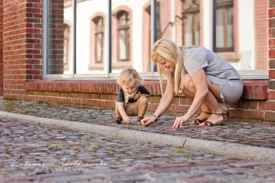 Sesja rodzinna na Kazimierzu w Krakowie. Sesja mamy z dzieckiem wykonana przez fotografa dziecięcego