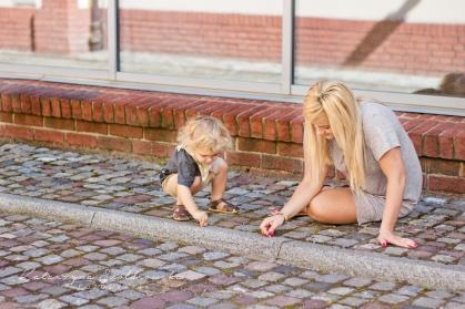 Sesja mamy z dzieckiem na Krakowskim Kazimierzu. Fotograf dziecięcy Nowa Huta