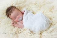 Fotografia niemowlęca wykonana na sesji noworodkowj w Krakowie